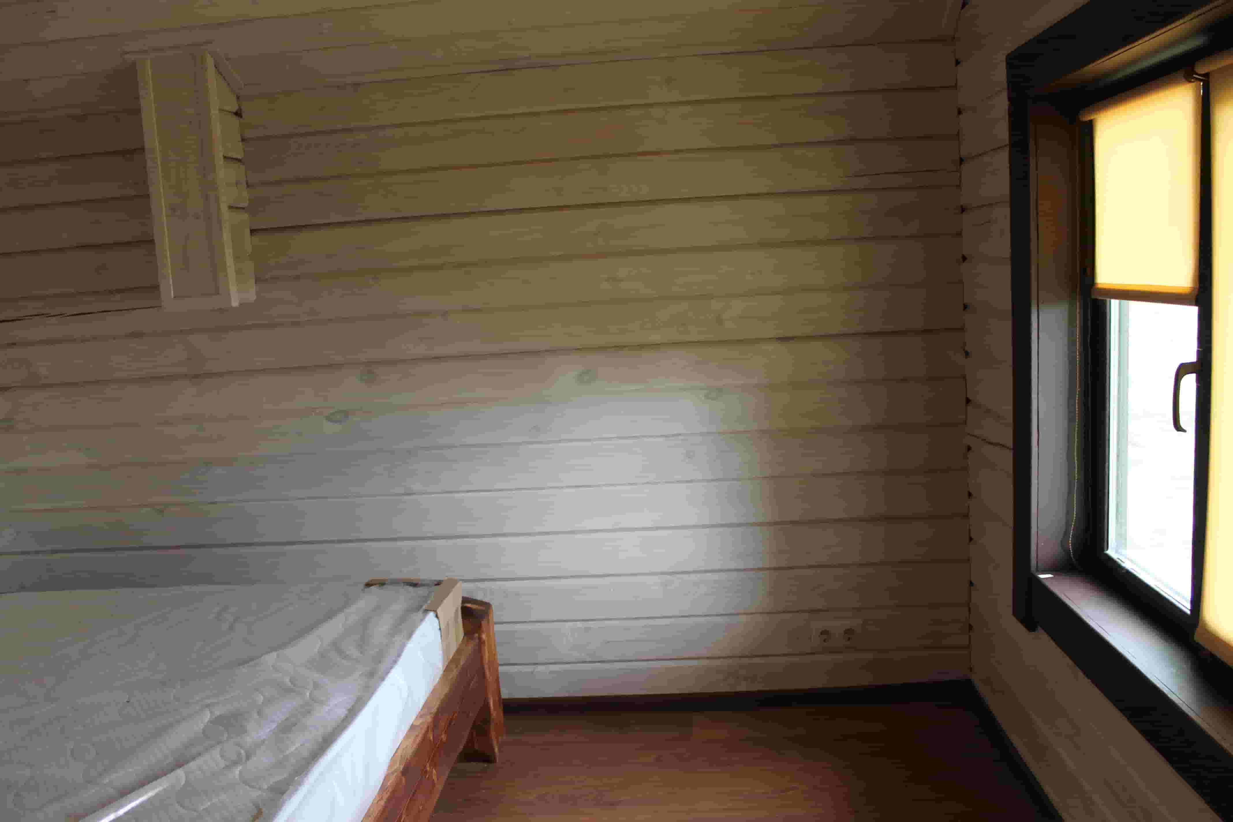 фото спальни в доме из сруба #547